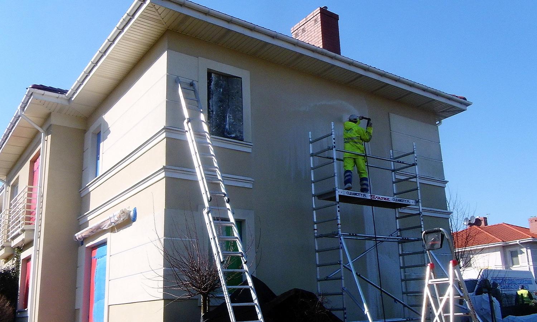 Czyszczenie elewacji domku jednorodzinnego